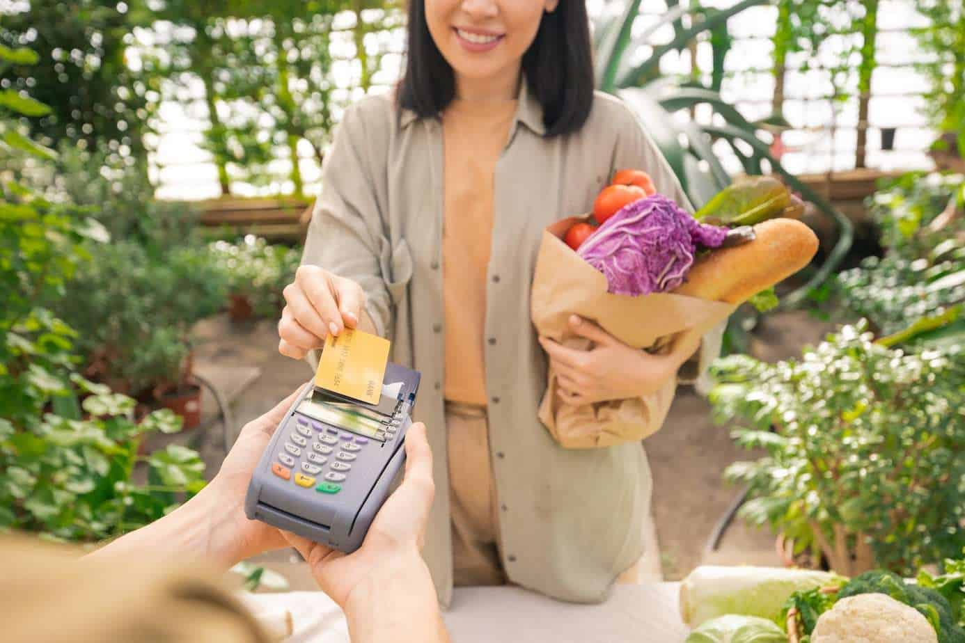 paying-for-organic-food-with-credit-card-EEMXDU5