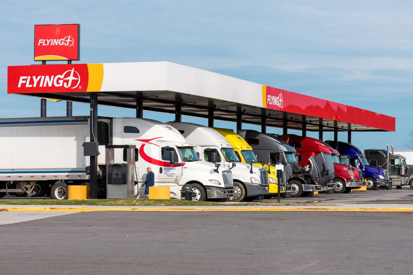 pilot flying j truck stop fuel island full of tractor trailers 184514346