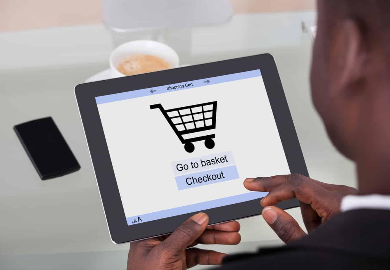 businessman shopping online 40190793
